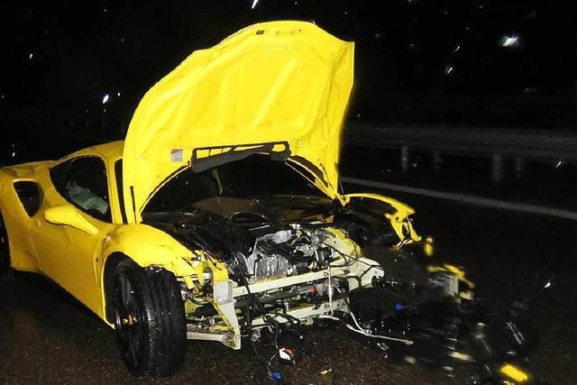 Ferrari kommt auf der A 5 ins Schleudern – 200 000 Euro Sachschaden