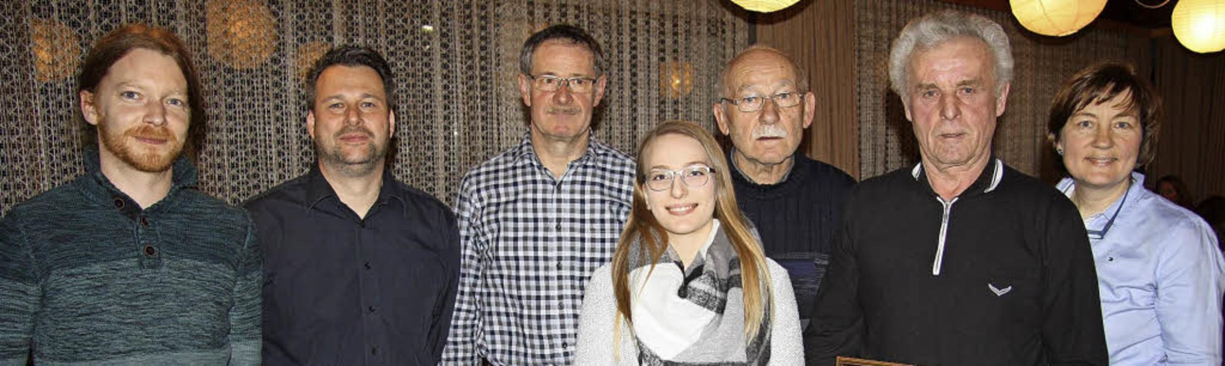 Geehrte und Gewählte beim Musikverein ... Schmidt und Vorsitzende Annette Krey   | Foto: Walter Bronner