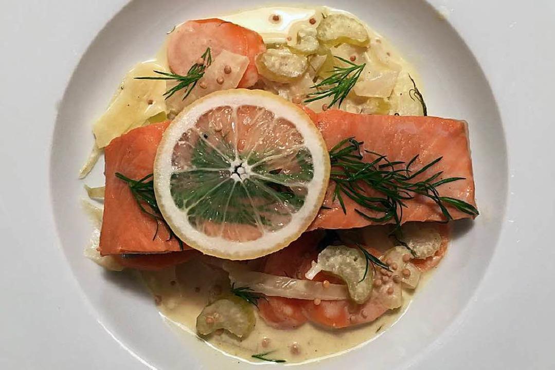 Der Fisch sollte beim Garen schön fest bleiben  | Foto: stechl