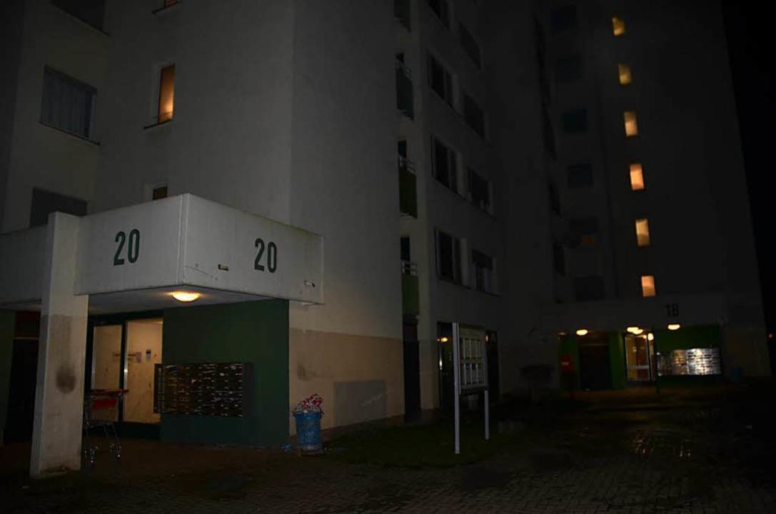 Das Gebäude konnte am Sonntagabend wie...e in Ihre Wohnung zurückkehren können.  | Foto: Markus Hofmann