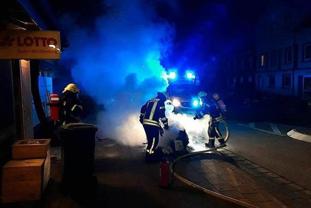 Mülleimerbrand in der Lange Straße – Rettungswagenbesatzung greift ein