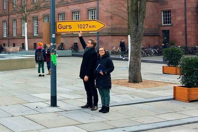 Das Gurs-Schild soll zurück auf den Platz der Alten Synagoge - jedoch an einen anderen Ort