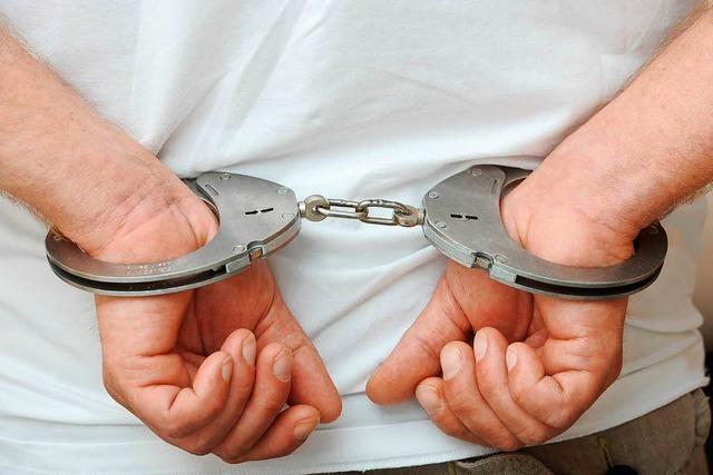 Doppeltes Glück für die Polizei: Zwei Gesuchte kommen freiwillig auf die Wache