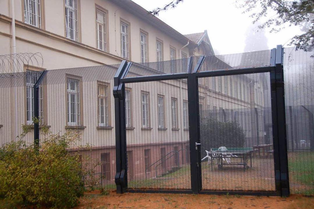 Die Forensik im Zentrum für Psychiatri...ischung aus Krankenhaus und Gefängnis.  | Foto: Gerhard Walser