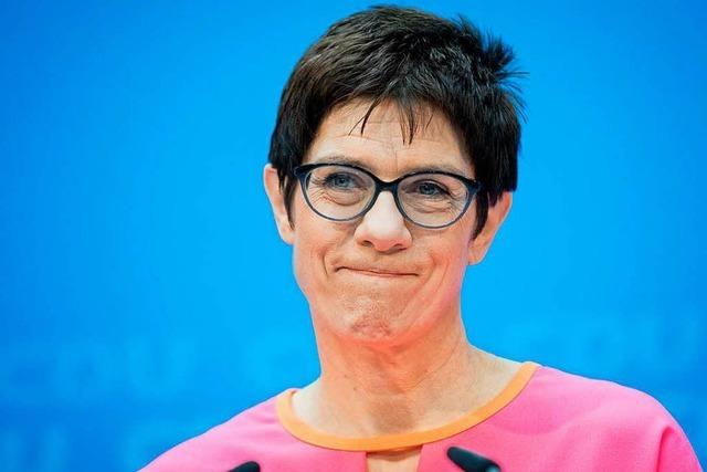 Merkel beruft Kramp-Karrenbauer zur neuen CDU-Generalsekretärin