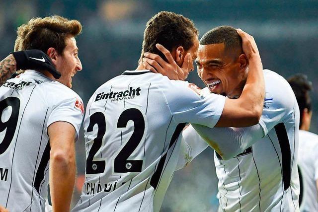 Frankfurter Doppelerfolg: Spiel gewonnen, Fanproteste friedlich
