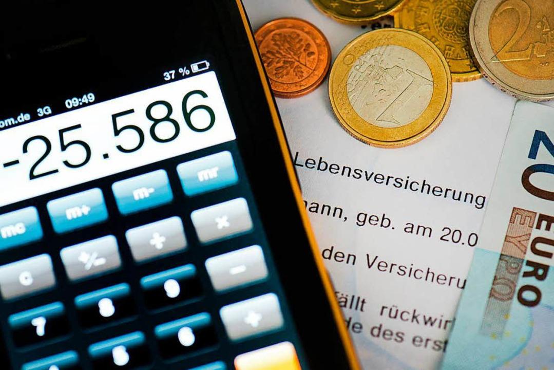 Wer Geld anlegen will, sollte sich Zei... auch versteckte Gebühren zu erkennen.  | Foto: dpa