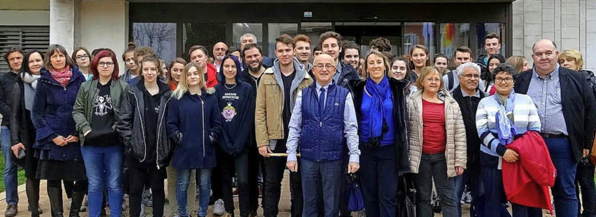 Schüler des Goethe-Gymnasiums Emmendin...oche in La Garde in Südfrankreich auf.  | Foto: Schule