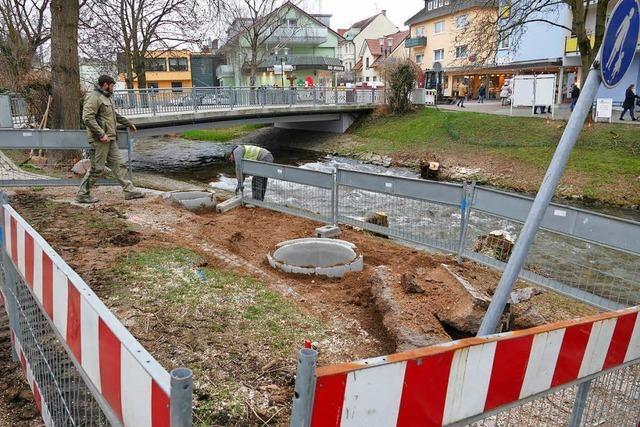 Splitter-Stahl: Bau der Behelfsbrücke hat begonnen