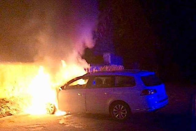 25. Fall der Ortenauer Brandserie: Unbekannter zündet zwei Autos in Kippenheim an