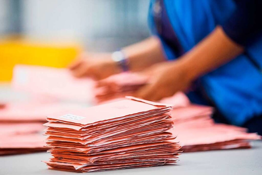 Für die OB-Wahl am 22. April werden noch Wahlhelfer gesucht.  | Foto: dpa