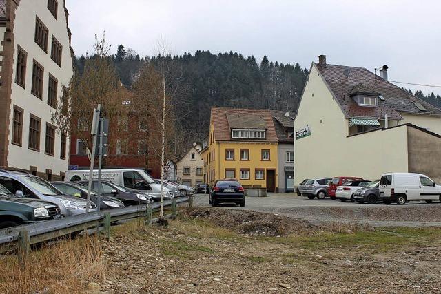Als Provisorium ein Park und Parkplätze