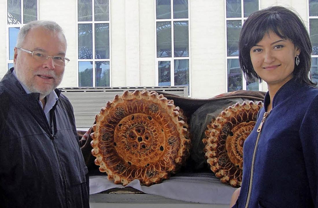 Mathias Rasch mit seiner usbekischen D...verkaufsstand des Marktes von Farg´ona    Foto: Privat