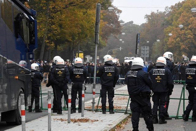 Polizeieinsätze bei Fußballspielen sollen weiterhin vom Staat bezahlt werden