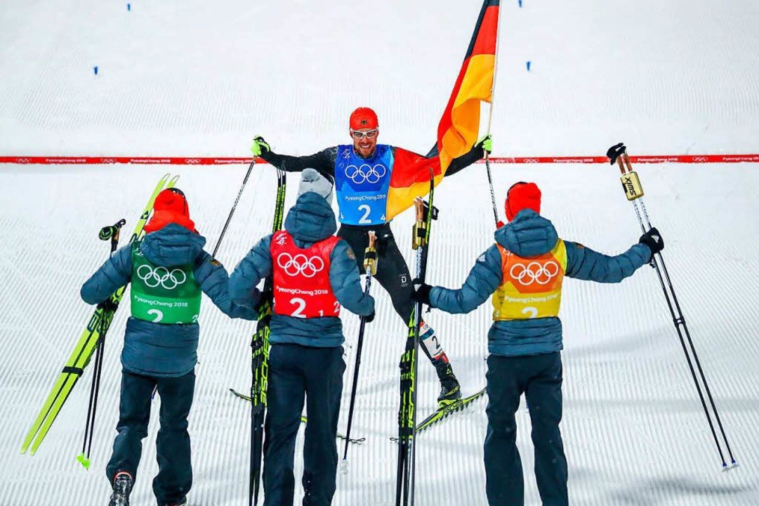 Vier gewinnt: Das deutsche Quartett in...ischen Kombination freut sich im Ziel.  | Foto: dpa