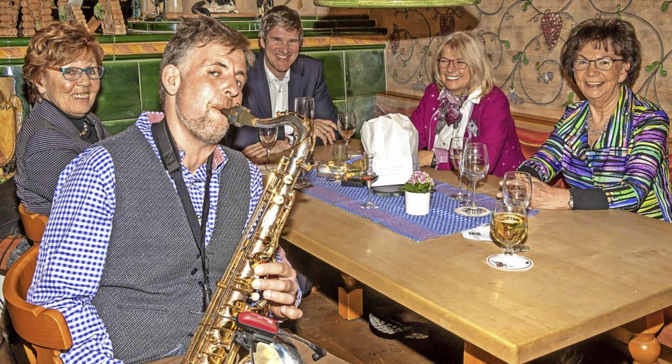 Für dezente Livemusik sorgte Dirk Schniepper.   | Foto: Wilfried Dieckmann