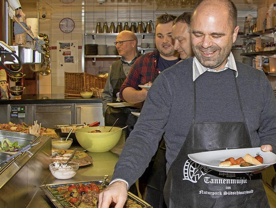 Wer die Wahl hat, hat die Qual. Am bes...hten sich viele der zufriedenen Gäste.  | Foto: Wilfried Dieckmann