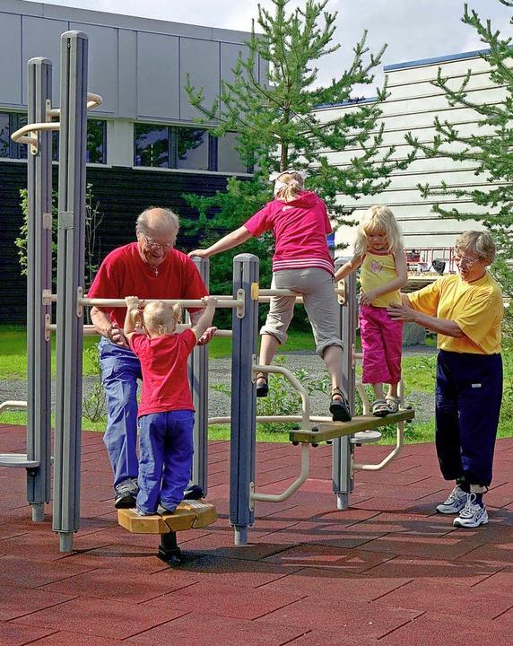 Fitness- und Bewegungsgeräte soll es a...ch Senioren und Kinder nutzen können.   | Foto: Symbolbild: dpa