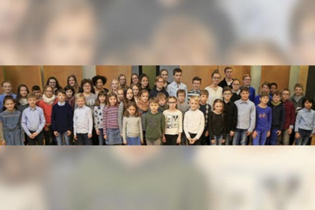 Sechs junge Pianisten führen durch die Bilder einer Ausstellung