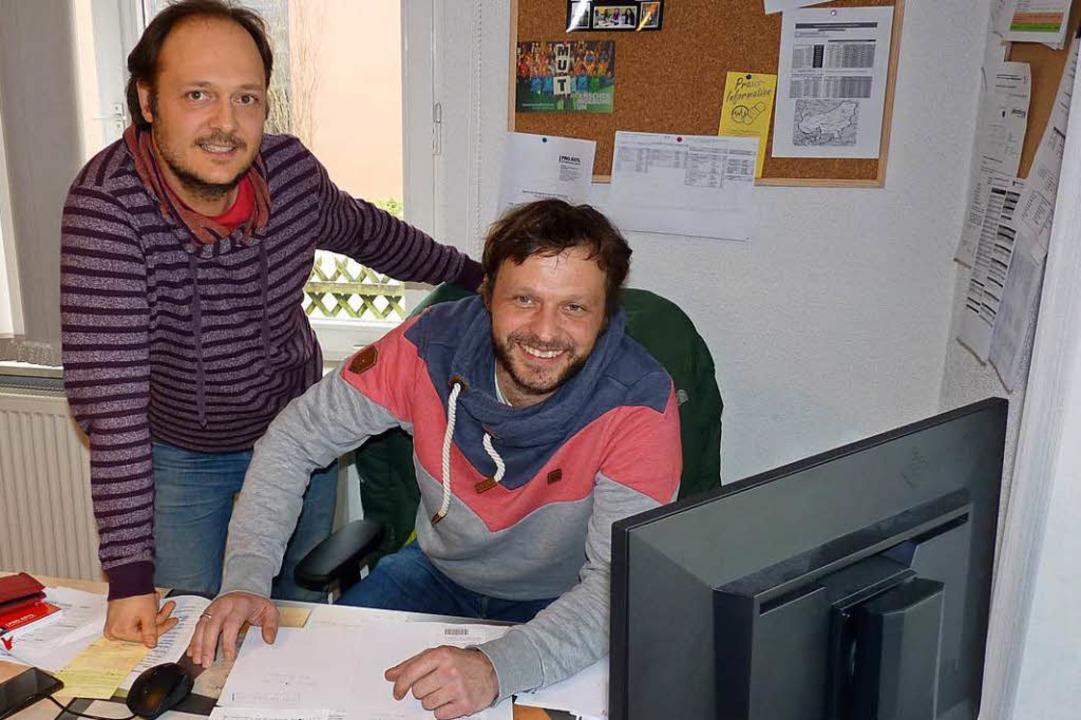 Vermitteln zwischen Zuwanderern und po...d Christoph Götz in ihrem Caritas-Büro  | Foto: Sattelberger
