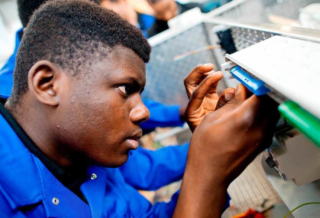 Eine betriebliche Ausbildung bietet vi...die Chance auf eine Bleibeperspektive.  | Foto: Sven Hoppe