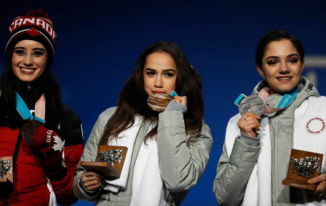 Siegerehrung: Goldmedaillengewinnerin ...ngewinnerin Kaetlyn Osmond aus Kanada.  | Foto: dpa