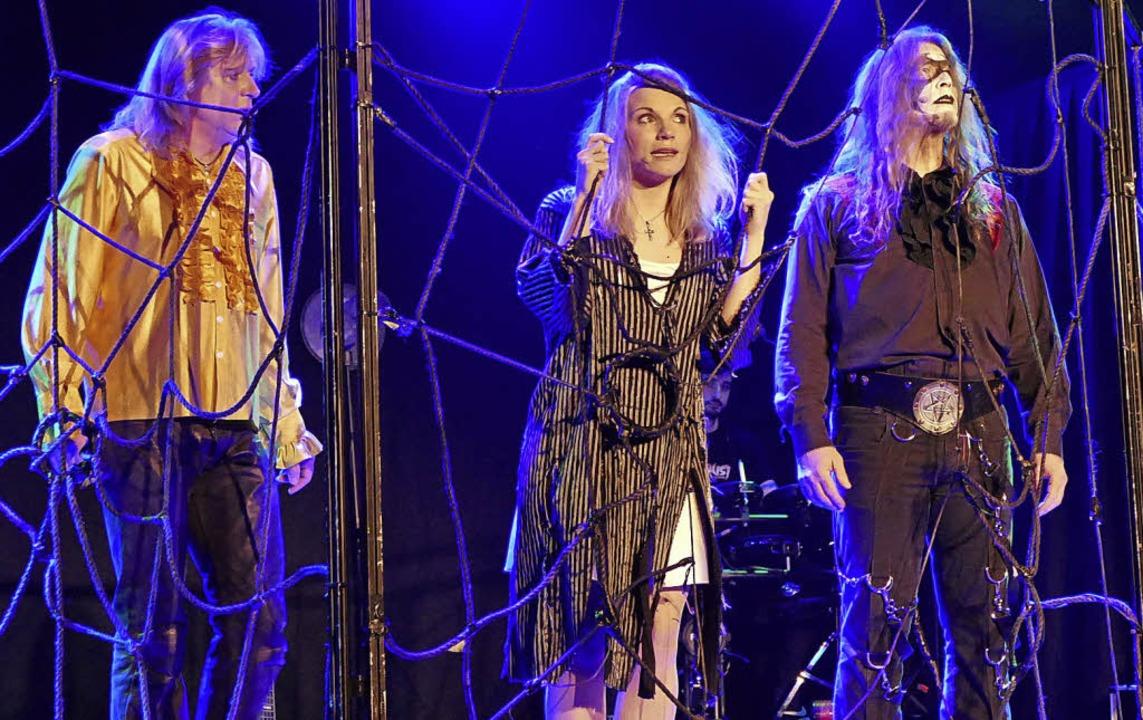 Zum Schluss kommen Faust, Gretchen und...rem zur wilden Walpurgisnacht führte.   | Foto: Silke Hartenstein