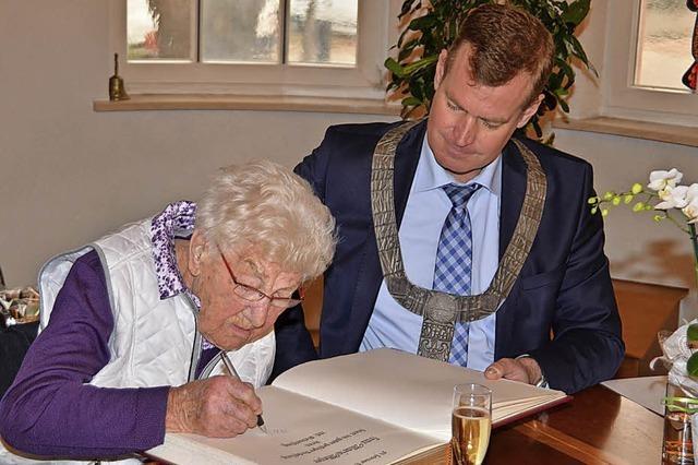Festakt zum Geburtstag der ältesten Breisacher Bürgerin