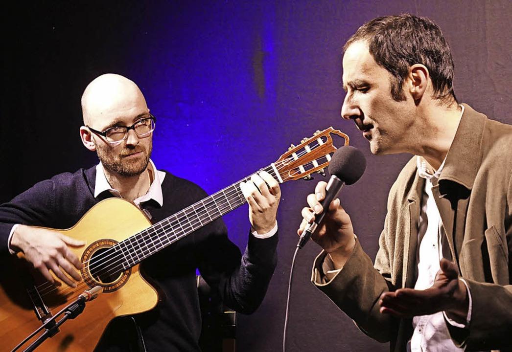 Steffen Ehrhardt (Gitarre) und Sergios...olksmusik. Sie soll populärer werden.   | Foto: Martina David-Wenk