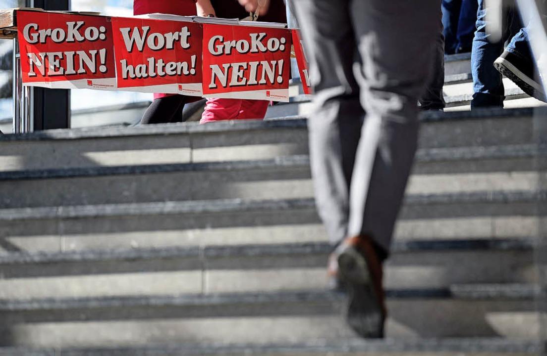 Nein! Die Gegner der Großen Koalition ... Ulm  leichter mit der Argumentation.   | Foto: dpa