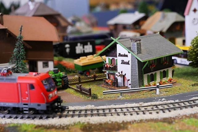 Modelleisenbahnen fahren in einstiger Schokoladenfabrik in Lörrach