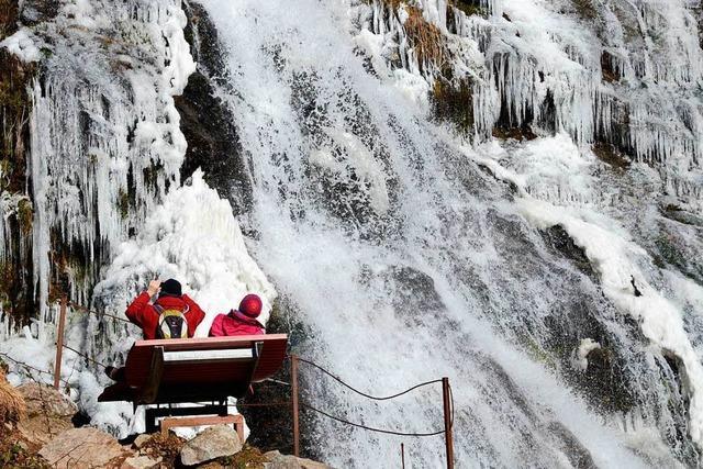 Der Todtnauer Wasserfall friert stellenweise zu