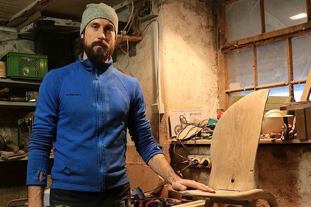 Kanderner Handwerker fertigt Liebesspielzeug aus Holz