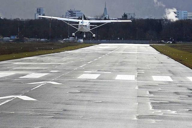 Für das neue Stadion darf der Sicherheitsstreifen neben Flugplatz-Landebahn kleiner werden