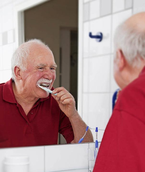 Vielleicht aufwendiger, aber allemal lohnenswert ist die Zahnpflege im Alter.     Foto: Pro Dente