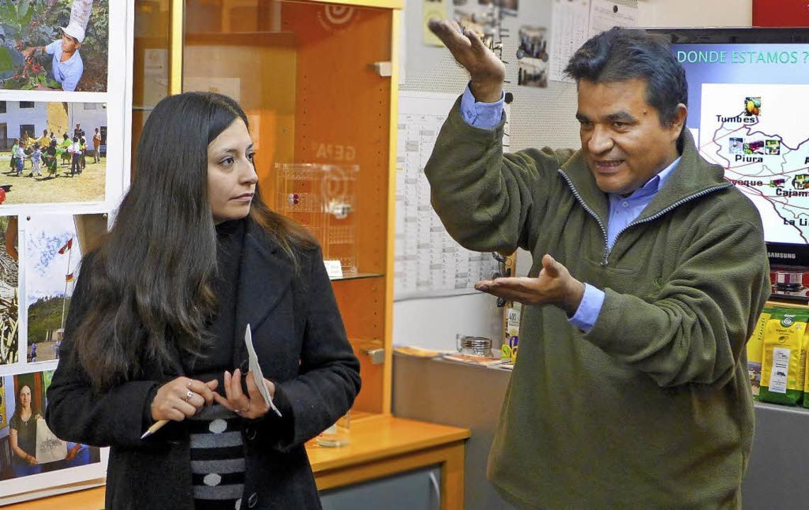 Norandino-Geschäftsführer Santiago Paz...herin Diana Chico-Alvarez übersetzte.   | Foto: Ute Schöler