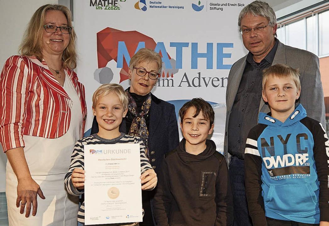 Die Klassen 3 und 4 der Grundschule Be...auer Schüler bei der Preisverleihung.   | Foto: M. Lauer