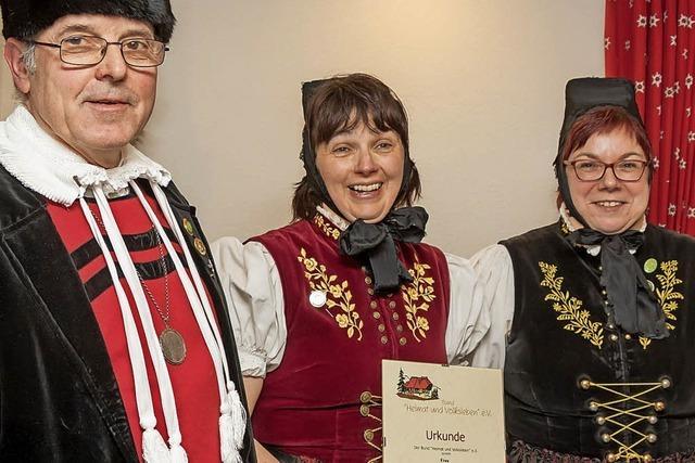 Silberne Ehrennadel für Elke Stiegeler