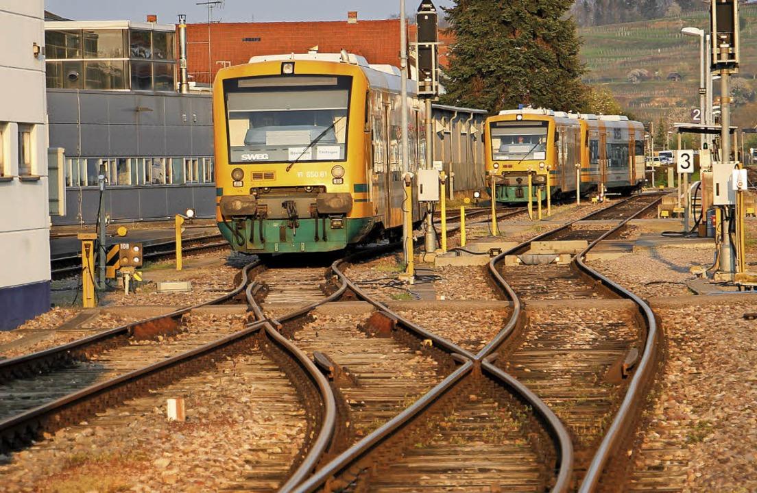 Dieseltriebwagen am Bahnhof Endingen: ... offiziellen Förderbescheid vom Land.   | Foto: Martin Wendel