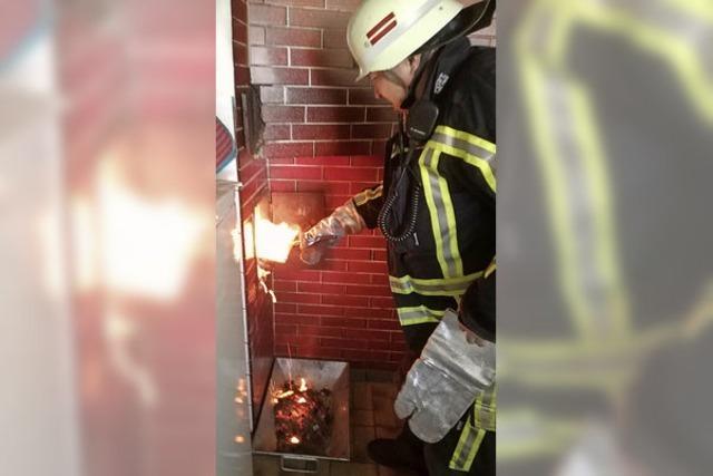 Feuerwehr rückt zu Kaminbrand aus