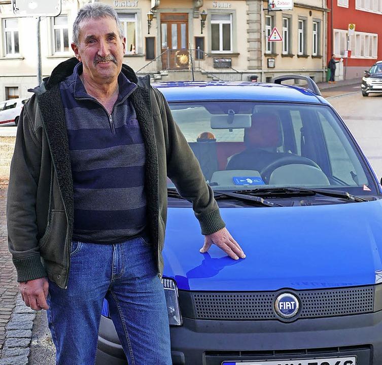 Conny Morath sorgt seit 45 Jahren dafü...ung rechtzeitig im Briefkasten haben.     Foto: Juliane Kühnemund