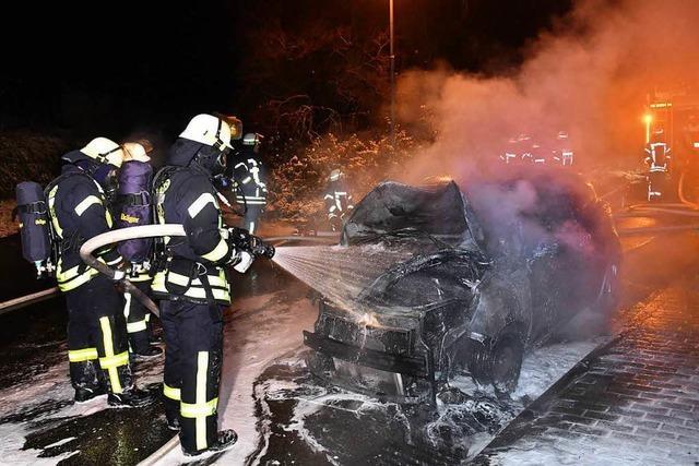 Vier Autos gehen an einem Wochenende in Mahlberg in Flammen auf