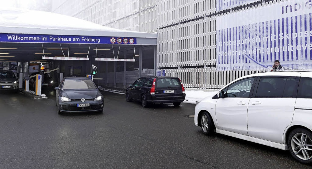 Das Parkhaus Feldberg ist an guten Win...n bereits am späten Vormittag belegt.   | Foto: Tobias Loibenböck