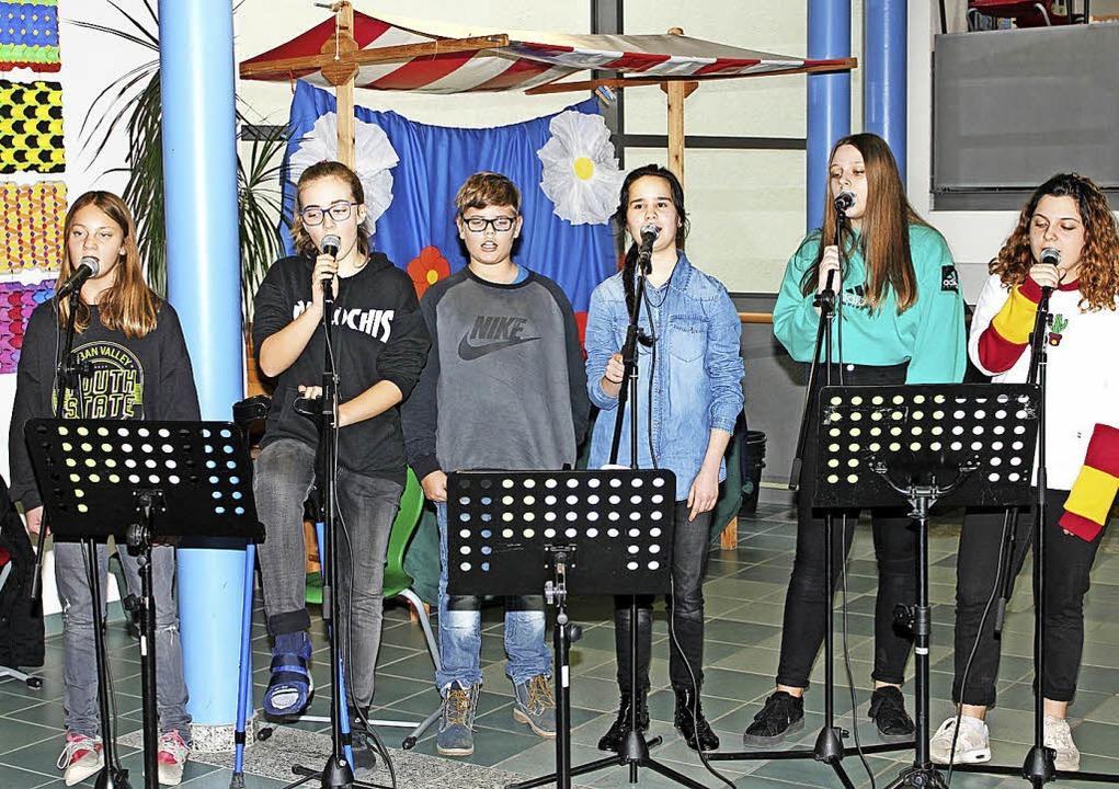 Die Schulband eröffnete den Tag der of...iesentalschule mit fetzigen Rhythmen.     Foto: Heiner Fabry