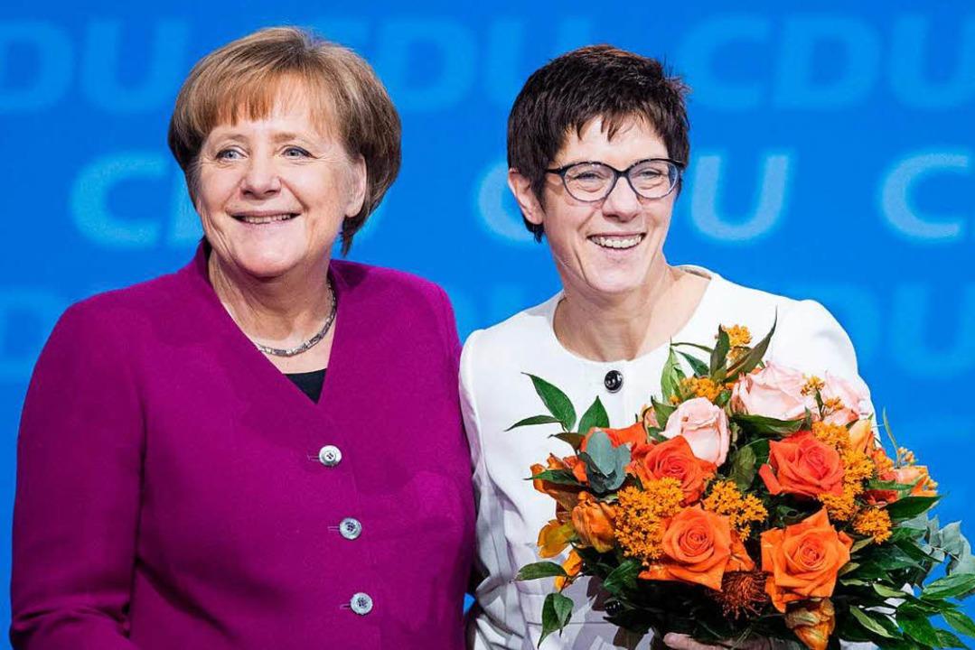 Kanzlerin Merkel  mit der neuen CDU-Ge...99 Prozent der Stimmen gewählt wurde.   | Foto: AFP