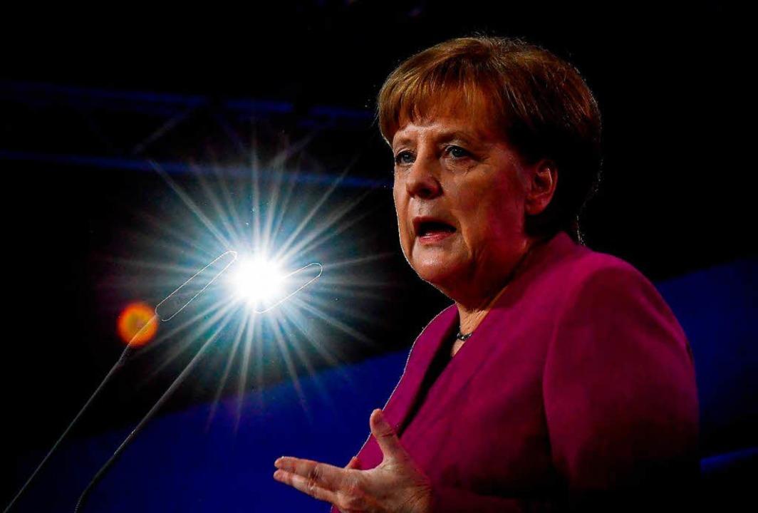 Die Kanzlerin bei ihrer Rede   | Foto: dpa