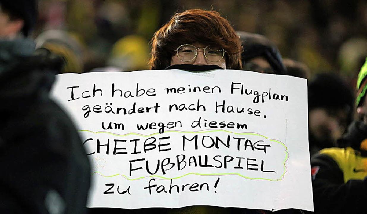 Fan mit Botschaft in Dortmund  | Foto: dpa