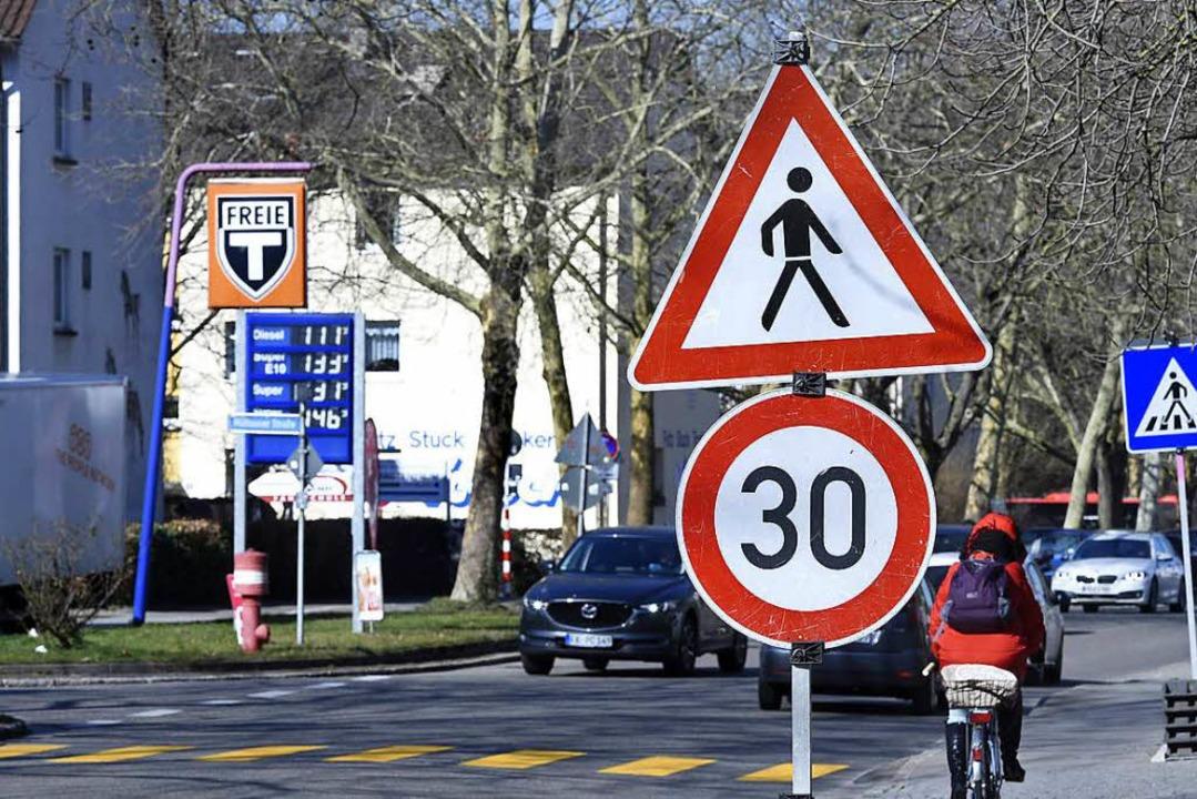 Die Elsässer Straße im Stadtteil Moosw...11; zum Schutz der Schulen und Kitas.   | Foto: Thomas Kunz