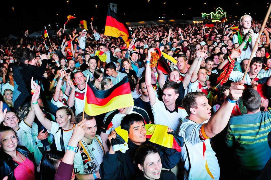 Der Jubel auf dem Strabag-Gelände beim...2014, als 15.000 Fans mit dabei waren.  | Foto: Thomas Kunz