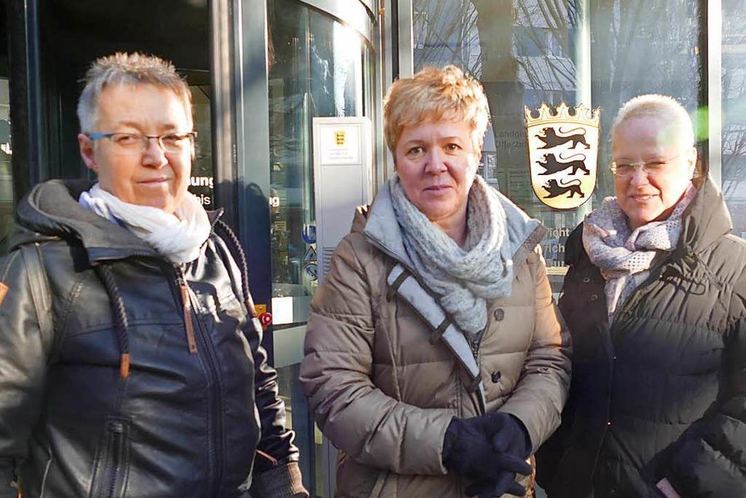 Die Schwestern Angelika Dietz, Gabriel...eginn vor dem Offenburger Amtsgericht.  | Foto: Ralf Burgmaier